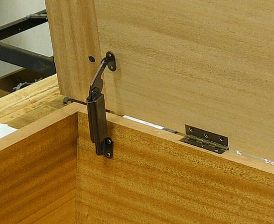 Installing The Hinges And Lid Supports In The Simplecove