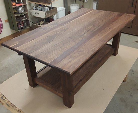 Walnut coffe table with Peruvian walnut accents