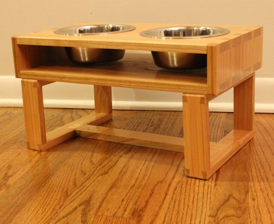 Case on stand dovetailed dog feeder